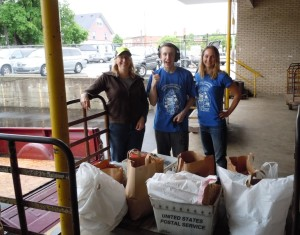 Volunteers Lisa and Evan Plite helped Katie Auwers and other Food Bank staff during Saturday's food drive.