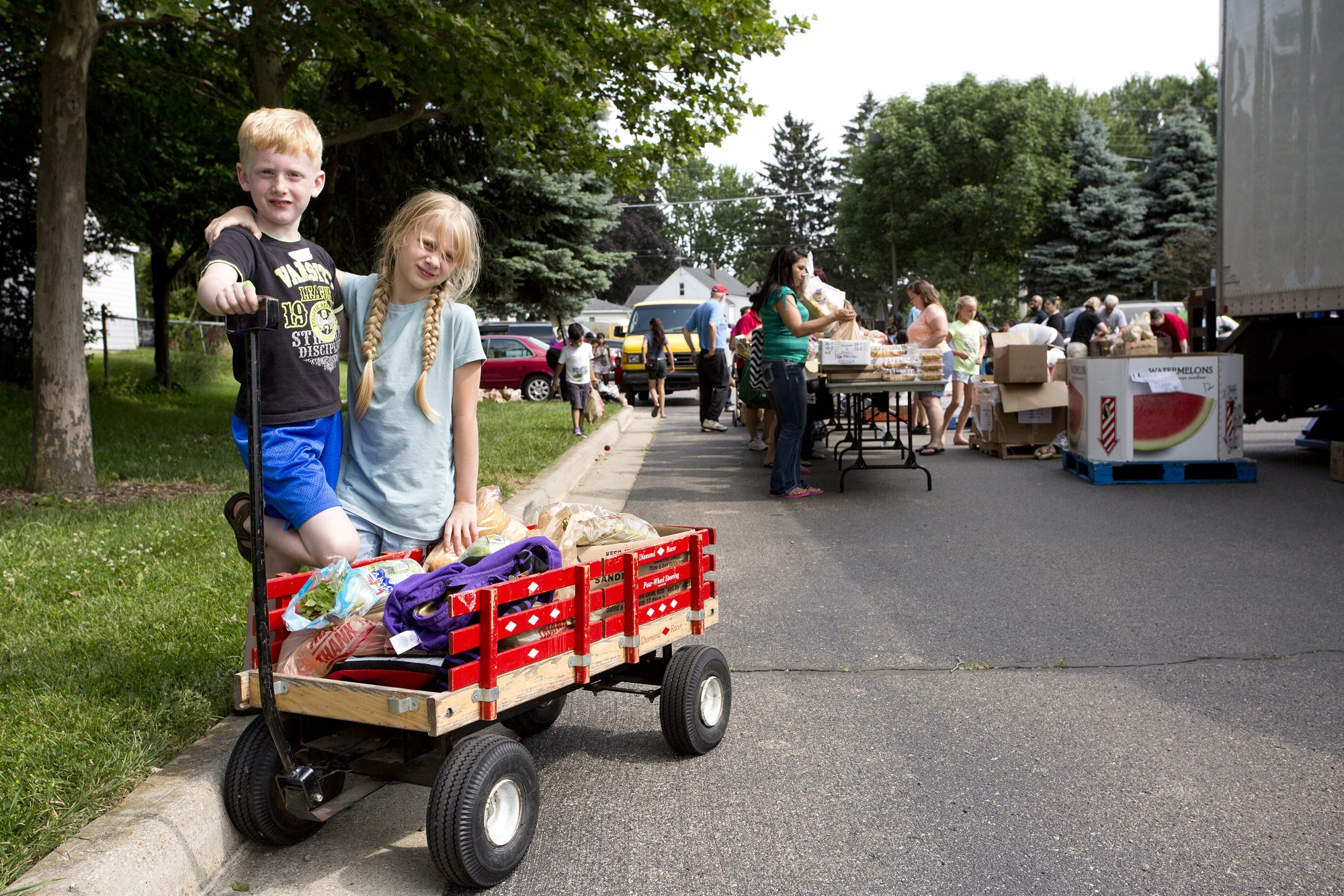 Feeding America West Michigan brought Mobile Pantries to hundreds of sites throughout West Michigan and the Upper Peninsula, including Parkview Elementary in Wyoming, Mich. (Photo Credit: Feeding America)