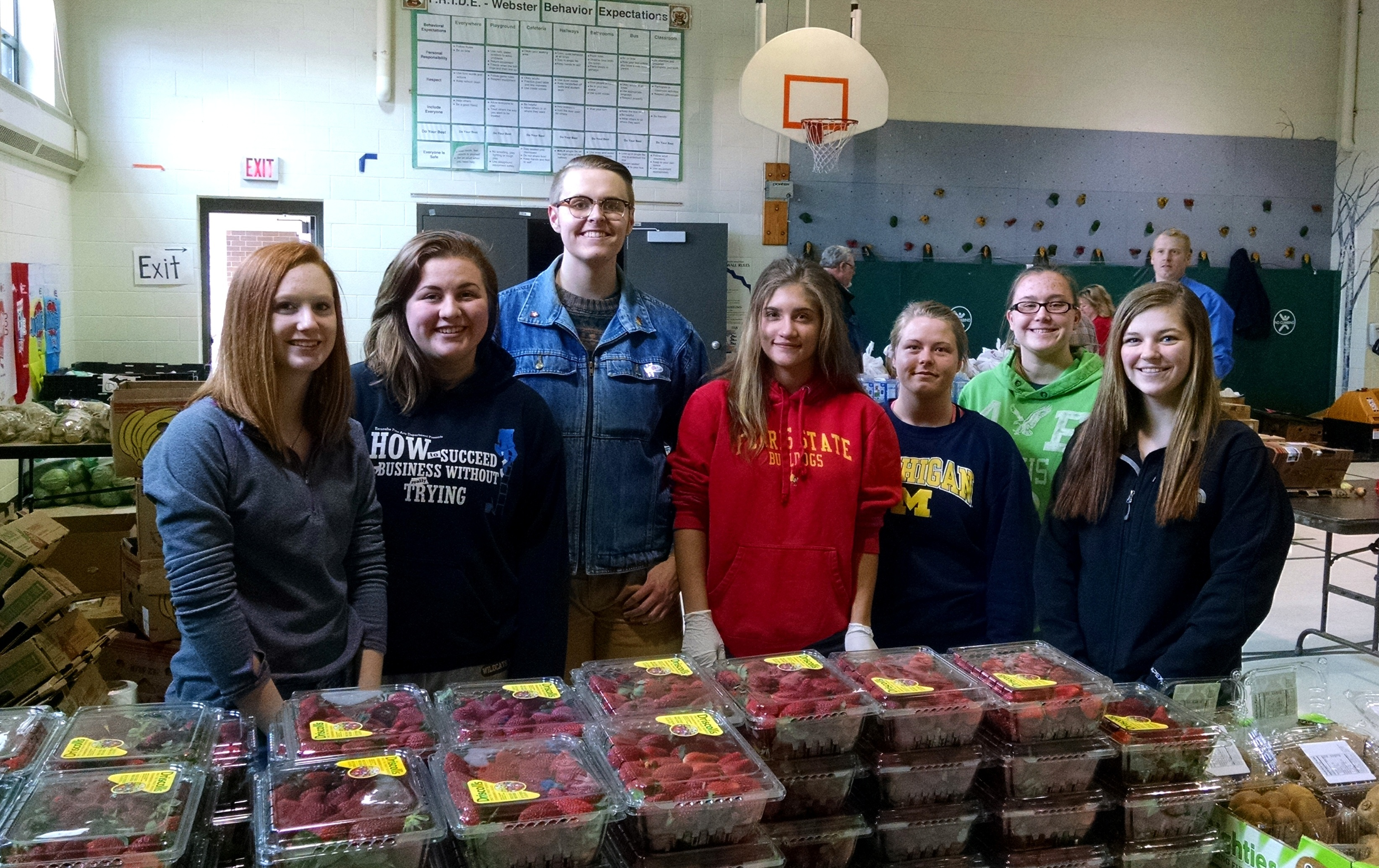 Students from Escanaba High School volunteer at a Mobile Pantry in March 2016.