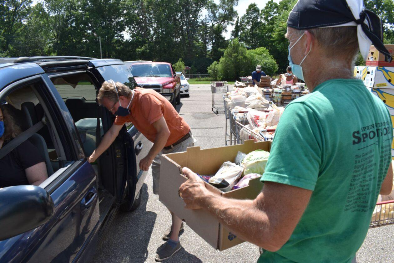 Volunteers load Maria's car