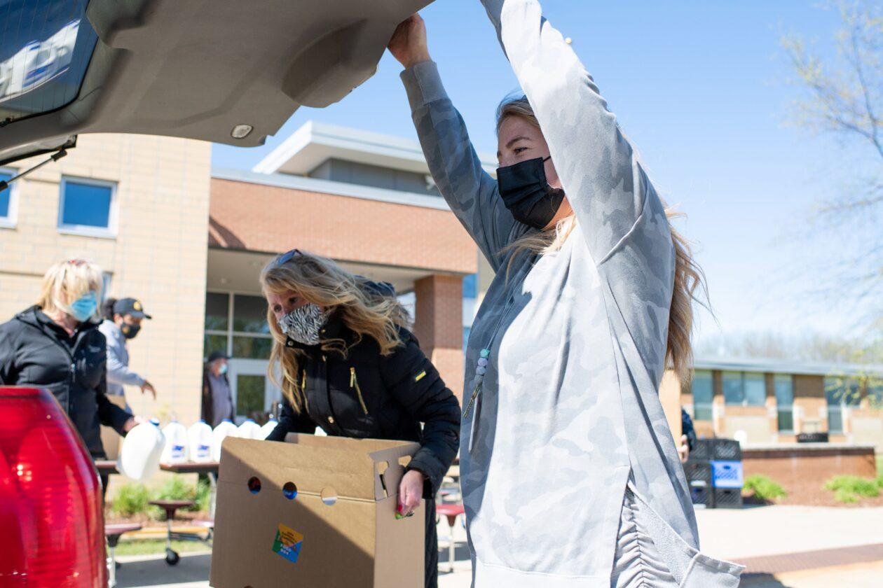 Jenna helps load a neighbor's car